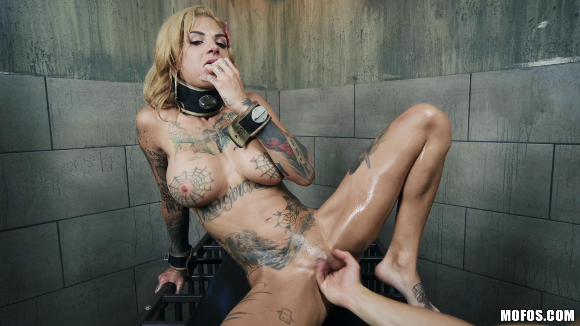Bonnie Rotten Bonds With Her Neighbor