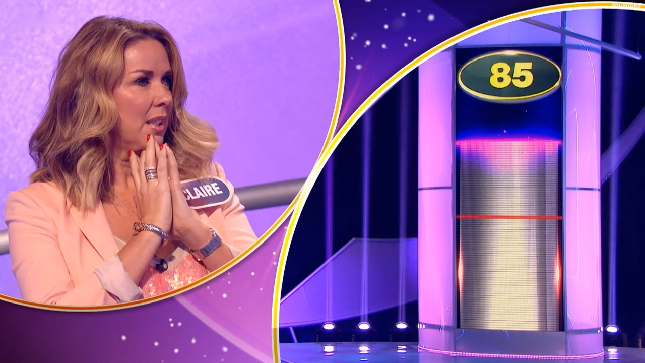 81875190_clairesweeney-pointlesscelebrities-s10e26-recorded20170520-sausages-25.jpg