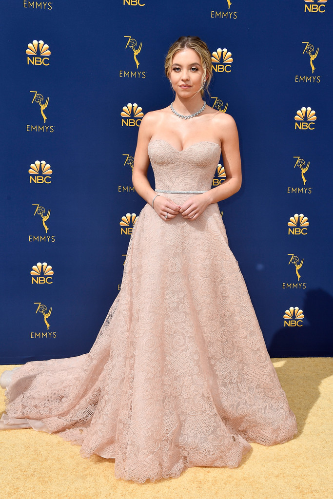 82189705_sydney-sweeney-70th-emmy-awards-arrivals-tp8jdi62jxjx.jpg