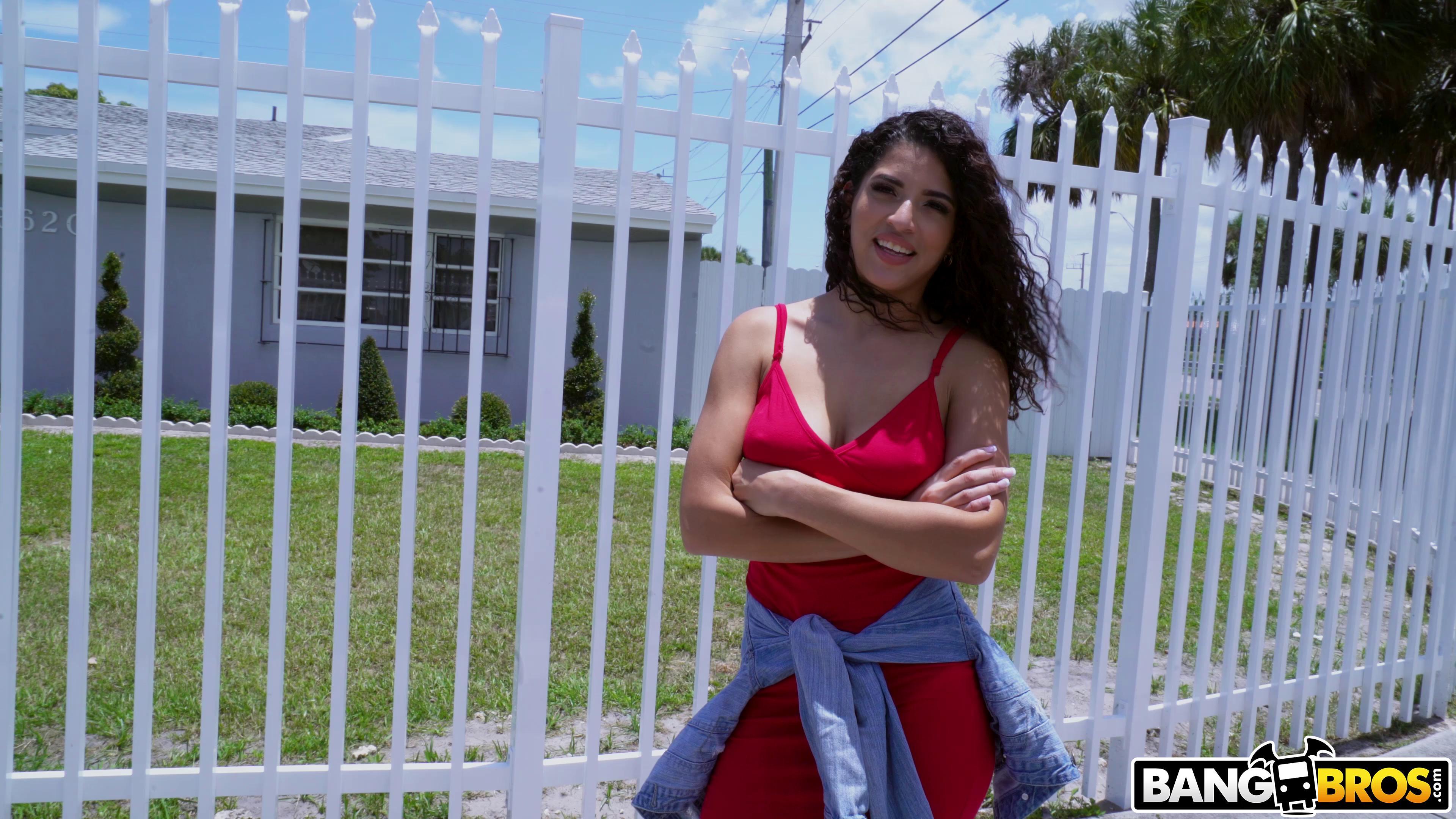 BangBus – Gabriela Lopez