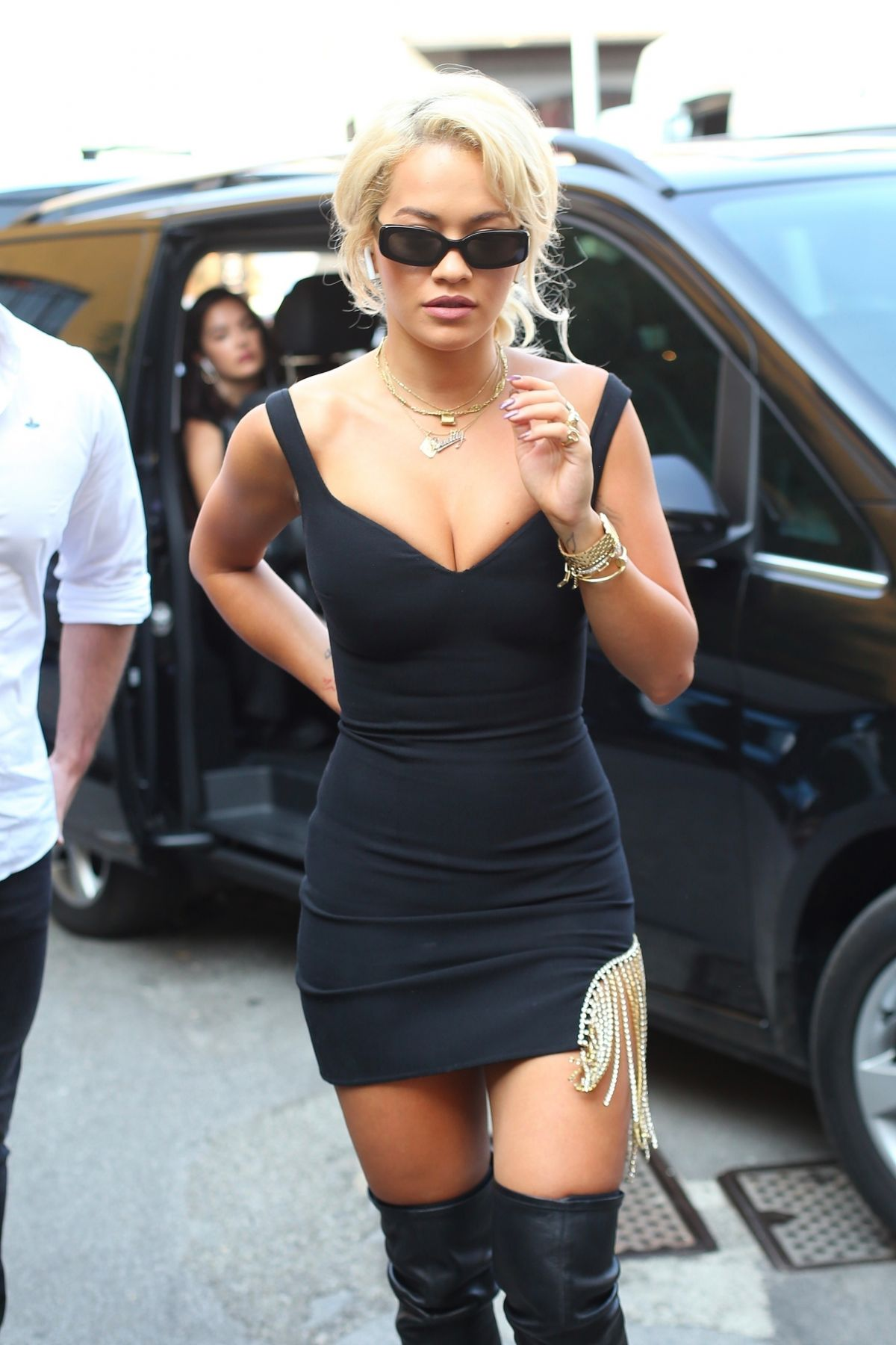 82648486_rita-ora-out-and-about-in-milan-09-21-2018-9.jpg