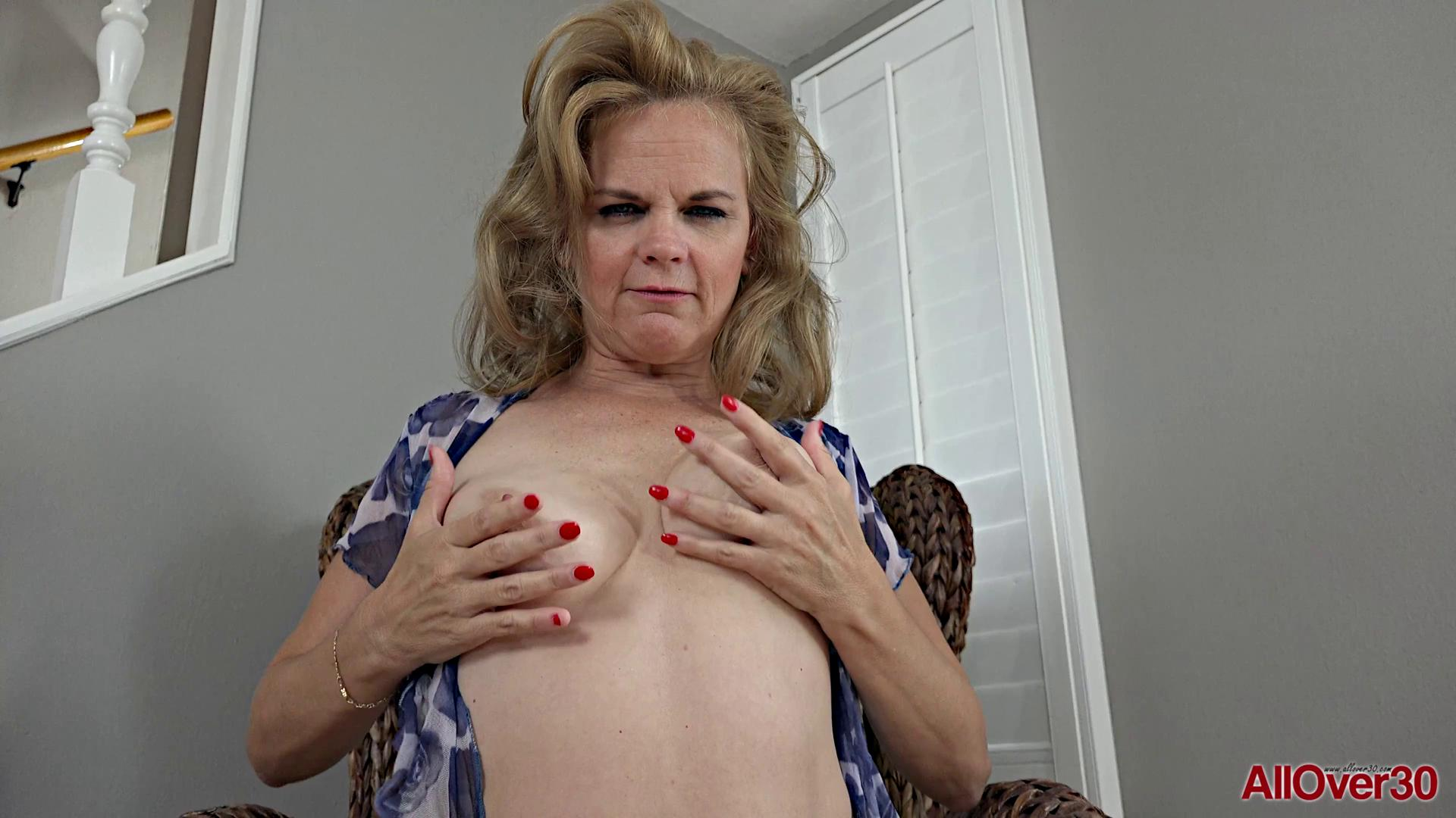 Micky Lynn Mature Pleasure