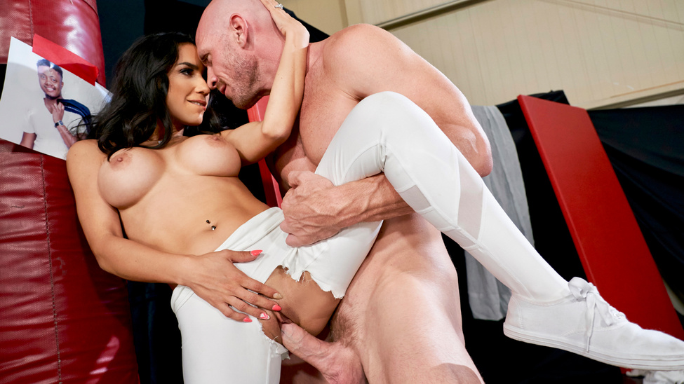 [RealWifeStories] Tia Cyrus – Hard And Garde