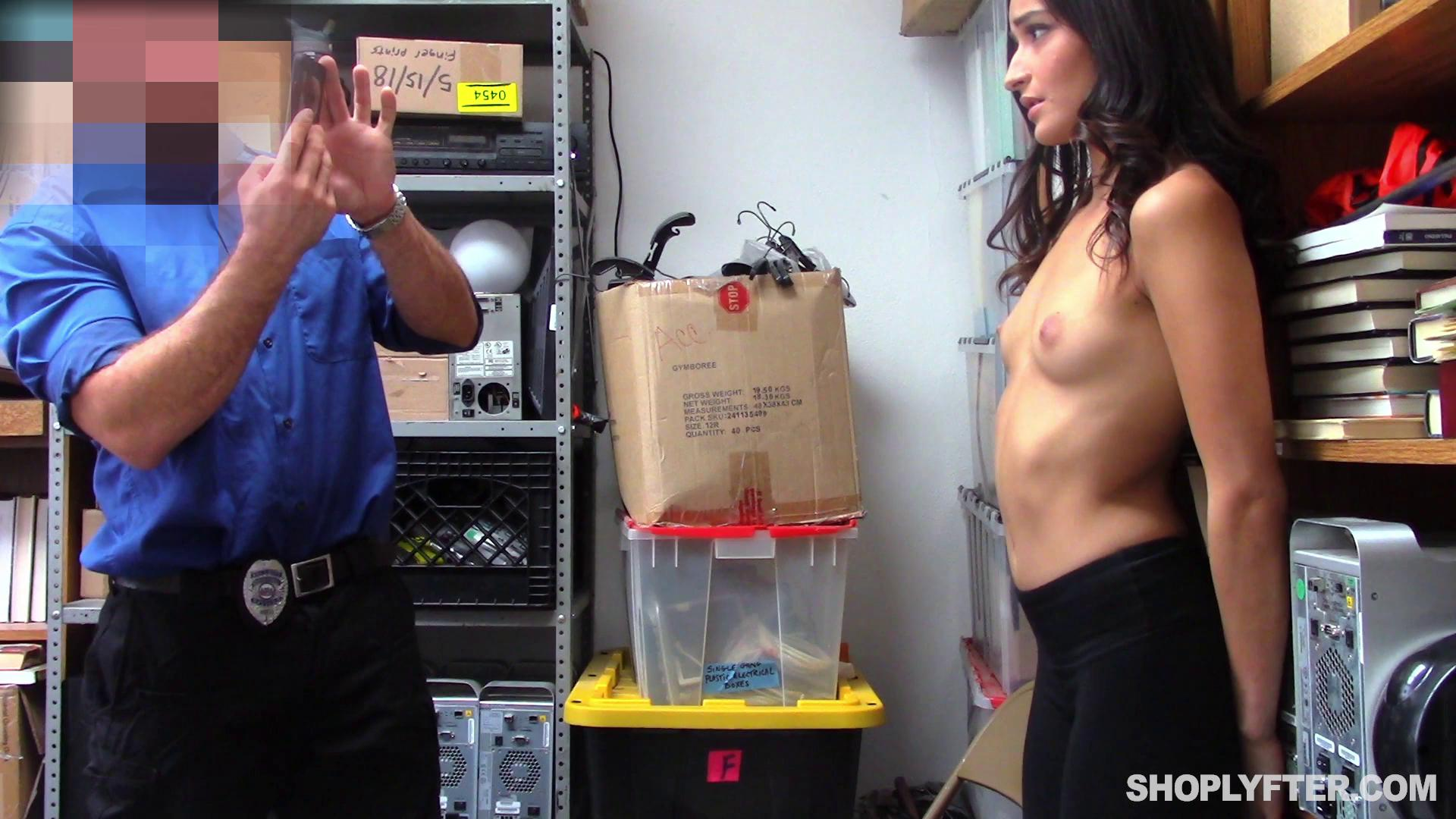 Shoplyfter – Emily Willis